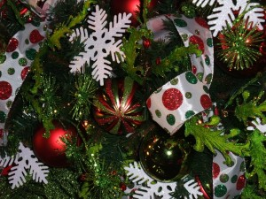 Christmas Tree Decorate with Snowflakes,ribbon, and balls